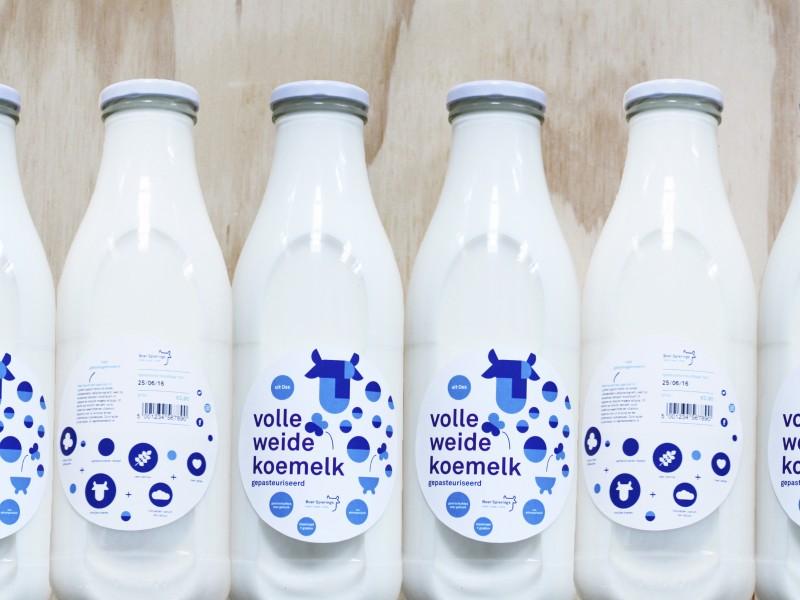 Melkflessen rijtje